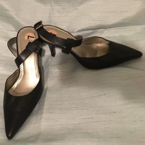 EUC Black Unisa pump